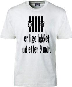 t-shirt er lige lukket ud efter 9 mdr hvid