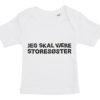 Baby t-shirt jeg skal vaere storesoester hvid