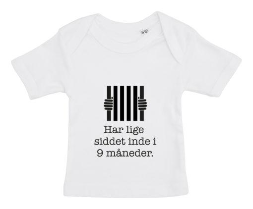 Baby t-shirt har lige siddet inde i 9 mdr hvid