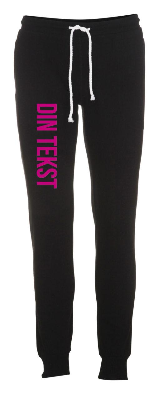 Joggingbukser med din tekst pink skrift sort