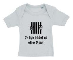 baby t-shirt er lige blevet lukket ud efter 9 mdr blaa