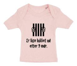 baby t-shirt er lige blevet lukket ud efter 9 mdr lyseroed