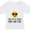 baby t-shirt min far er sejere end din far hvid