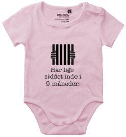 oekologisk baby bodystocking har lige siddet inde 9 mdr lyseroed