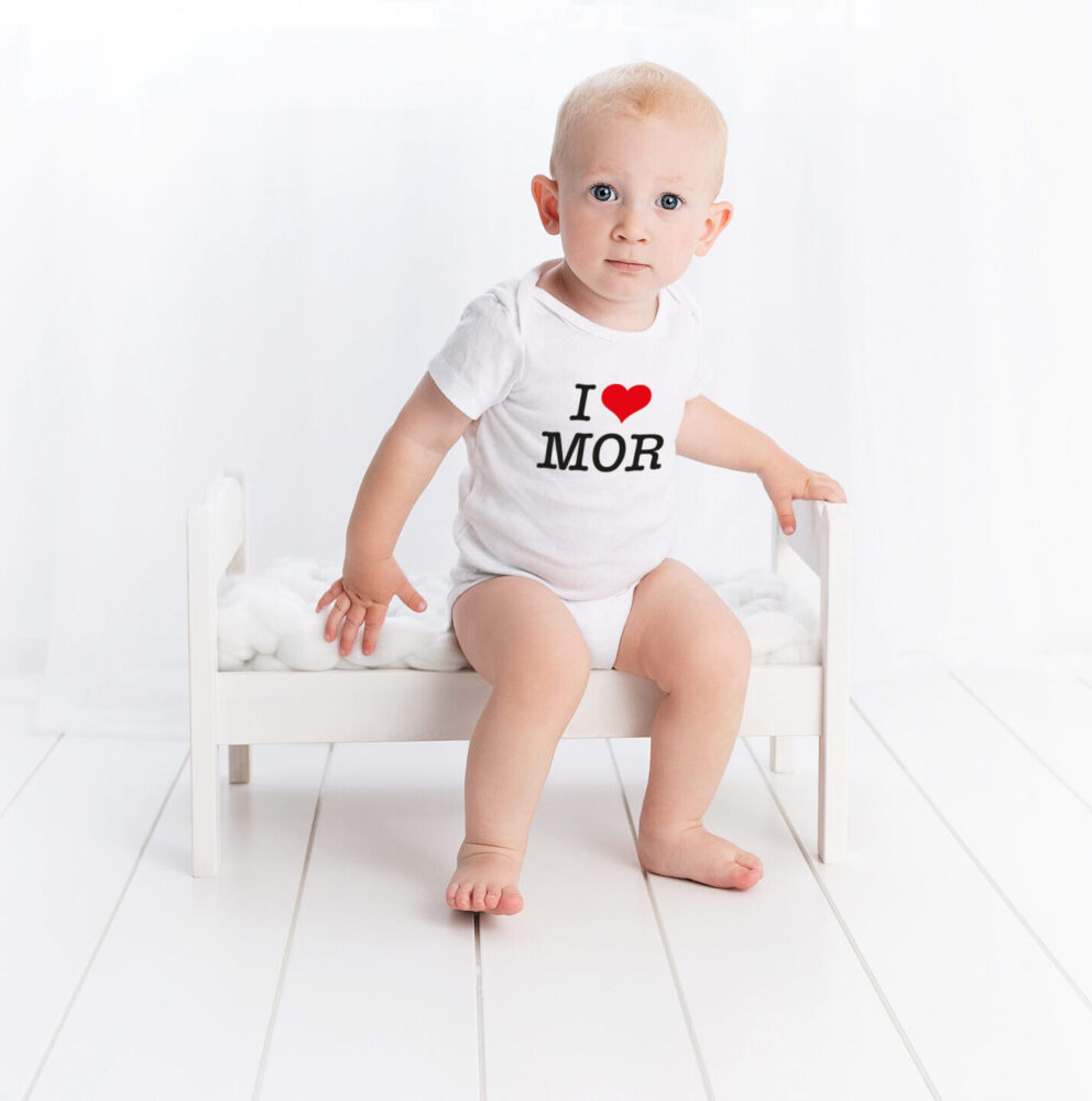 boernetoej med tryk dreng med i love mom tryk