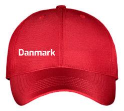Kasket rød med hvid tekst Danmark front