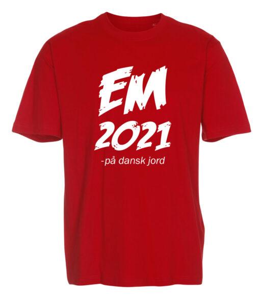 T shirts roed med hvid tekst EM2021 1 scaled e1622099794647
